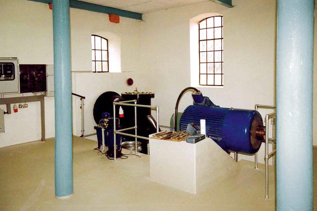 Der Turbinen-Betriebsraum des Wasserkraftwerkes.