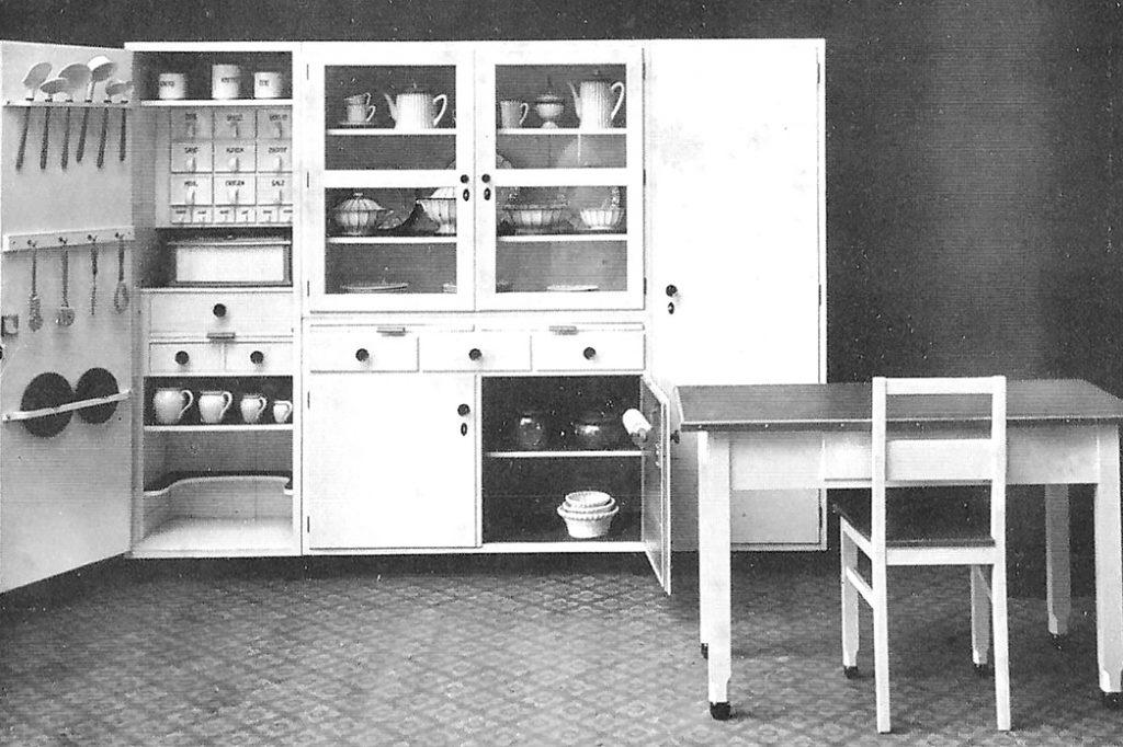 Kücheneinrichtung der Waechtersbacher Keramik aus der Möbelindustrie Neuenschmidten. 1932
