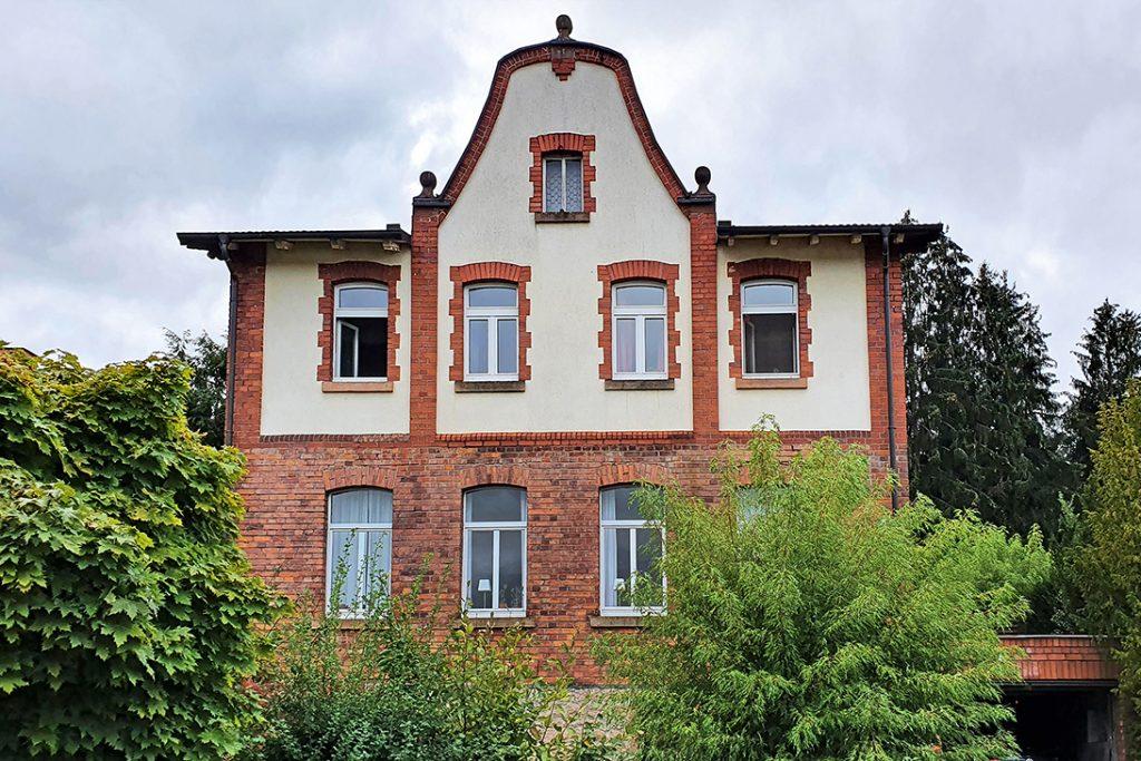 Häuser von Angestellten, Beamten, Vertretern oder Direktoren waren meist größer und aufwändiger gestaltet.