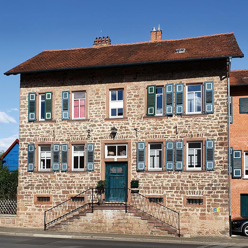 """Dieses Haus an der Wächtersbacher Straße wurde gegen 1870 als """"Jägerhaus"""" gebaut. Zeitweilig wohnten hier die Leiter der Fabrik."""